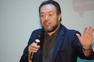 O palestrante, César Nunes, defendeu a educação por meio do cuidado e do afeto (2)